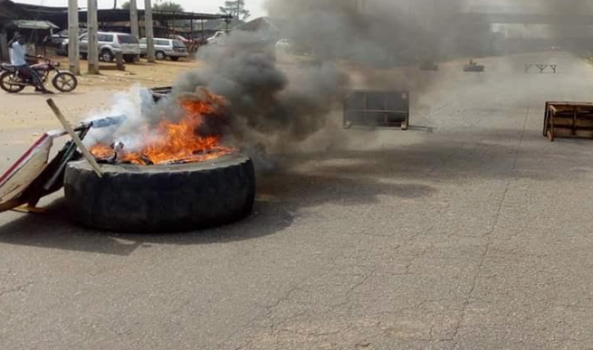 Youths disrupts election in Benue, burn election materials