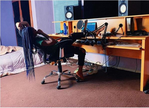 OMG!!! See Where Singer, Simi Has Been Sleeping For 3 Weeks (Photo)