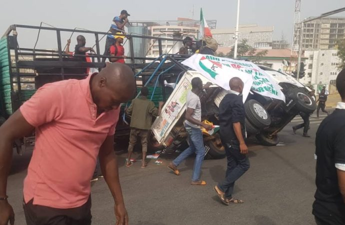 Scores injured as truck conveying PDP protesters crashes