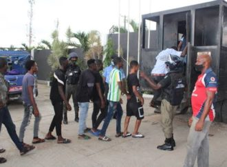 Lagos to withdraw licences of businesses violating lockdown rules