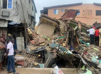 Policewoman, two children die as Lagos building collapses