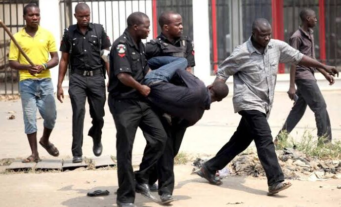 Man arrested for duping policeman, 14 other Nigerians