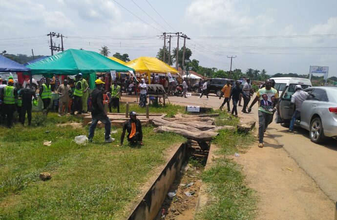 Security operatives foil attack on Obaseki's convoy as PDP campaign berths at Oshiomhole's corridor