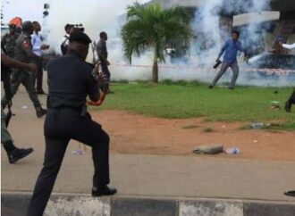 Edo security operatives, thugs in gun battle as residents scamper