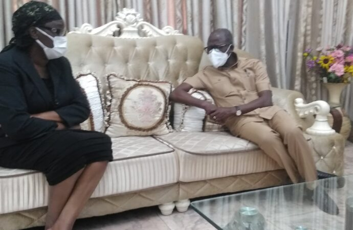 Be strong, Oshiomhole urges widow of ex-HoS who served three govs