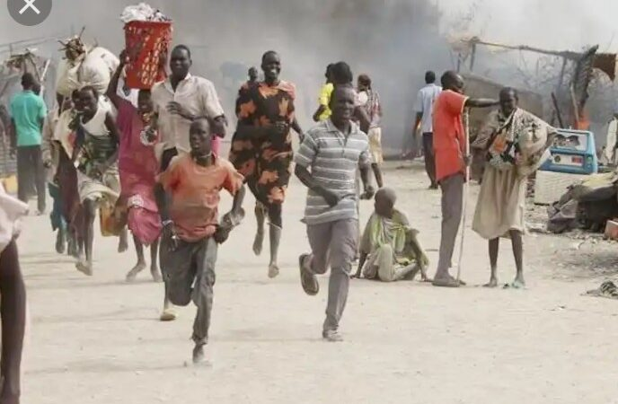 Chaos as mob sets five suspected kidnappers ablaze in Edo