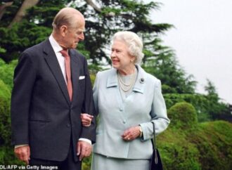 Royal family shares historic moment of Queen Elizabeth, Prince Philip